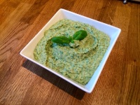 http://www.diaryofasaucepot.com/2014/11/spinach-houmous.html